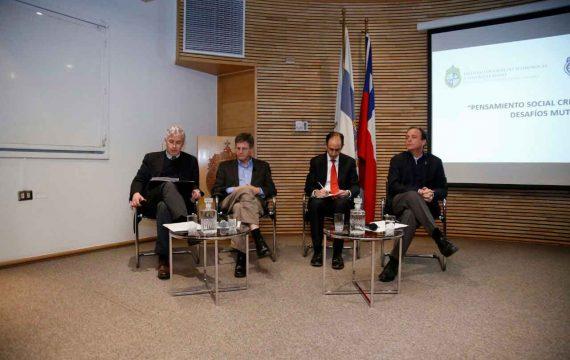 Presidente de USEC participa en conversatorio UC con economista Joseph Kaboski