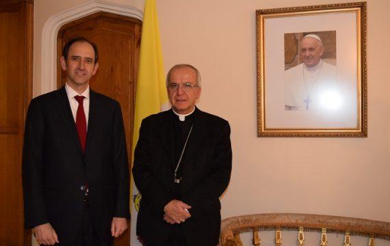 Presidente y Directiva de USEC entregan carta para S.S. Papa Francisco a Monseñor Ivo Scapolo